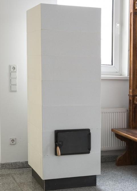 modern stílusú 3 kW-os alabástrom színű cserépkályha