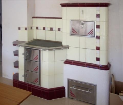 7 kW-os fehér és meggybordó színű konyha