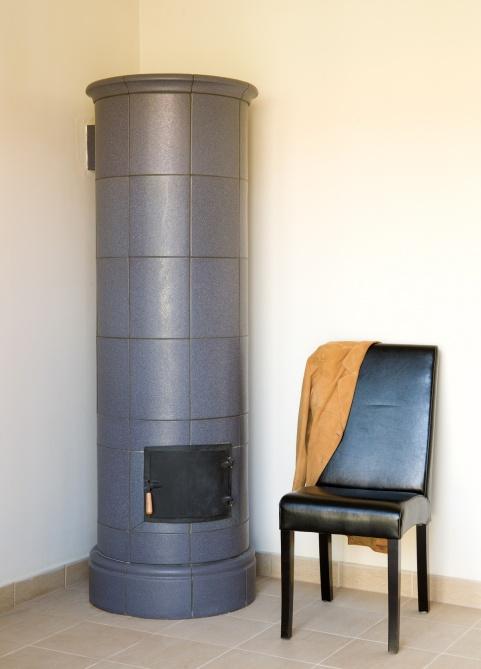 klassik stílusú 3kW-os antracit színű cserépkályha