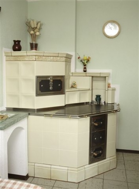 7 kW-os alabástrom színű konyha