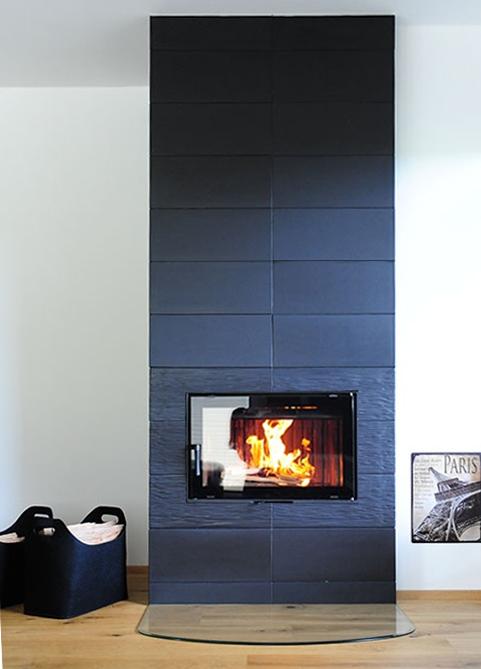 modern stílusú egyoldalas fekete 7kW-os kandalló