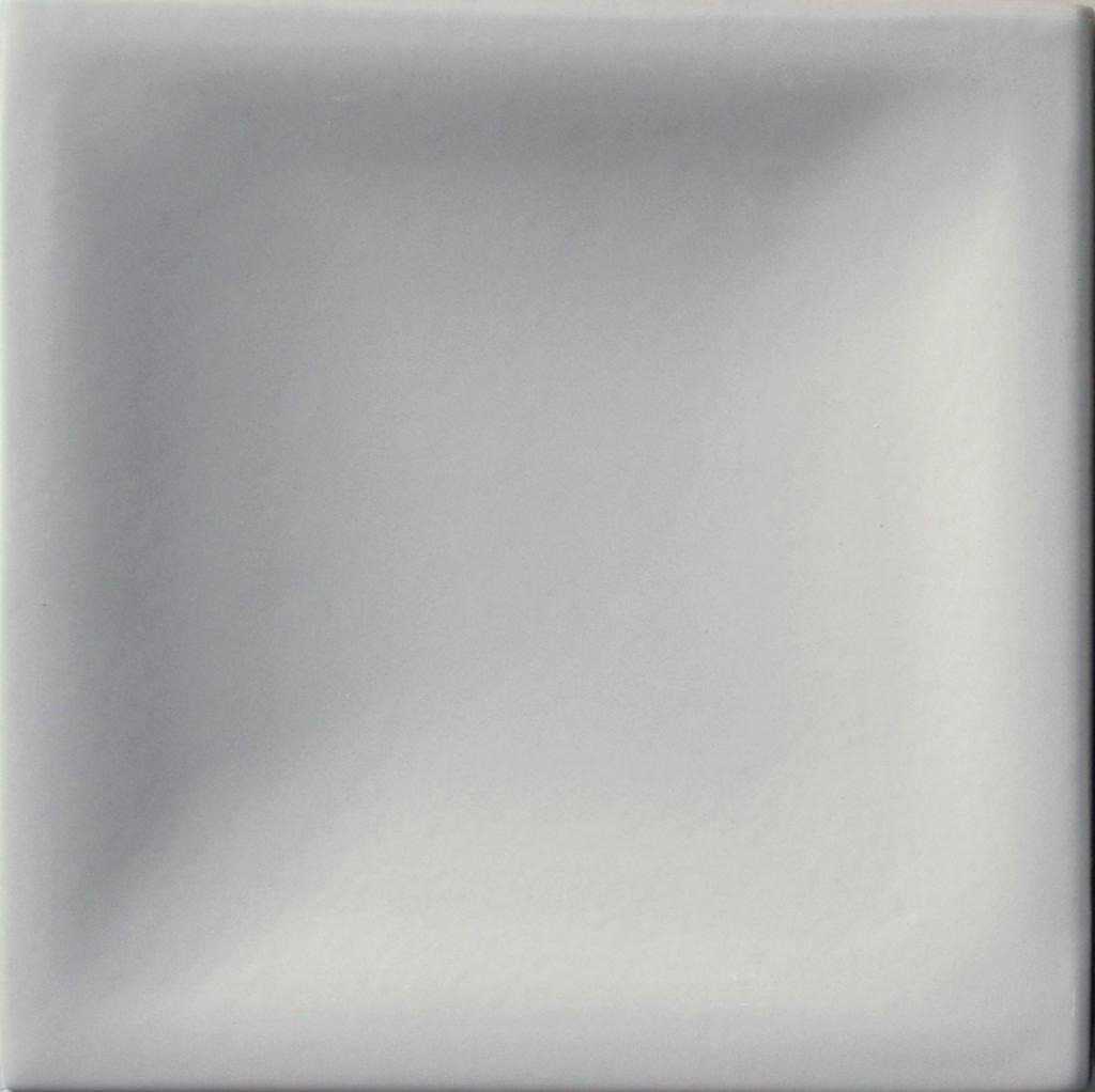 selyemmatt világosszürke színű máz