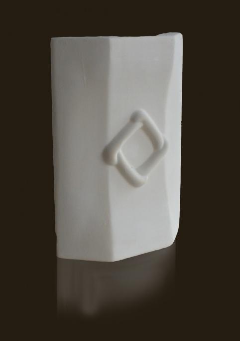 gótikus trapéz formájú sarokcsempe dísszel