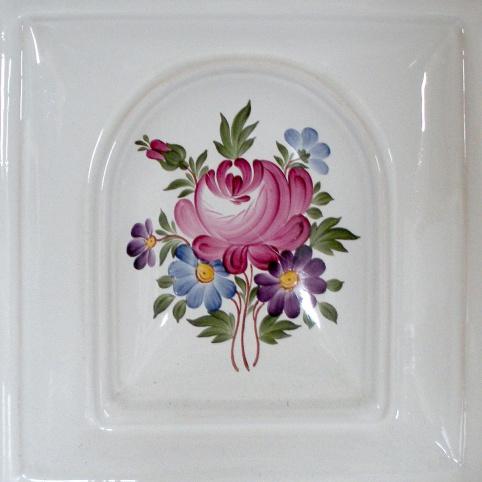 festett csempe virágcsokor mintával